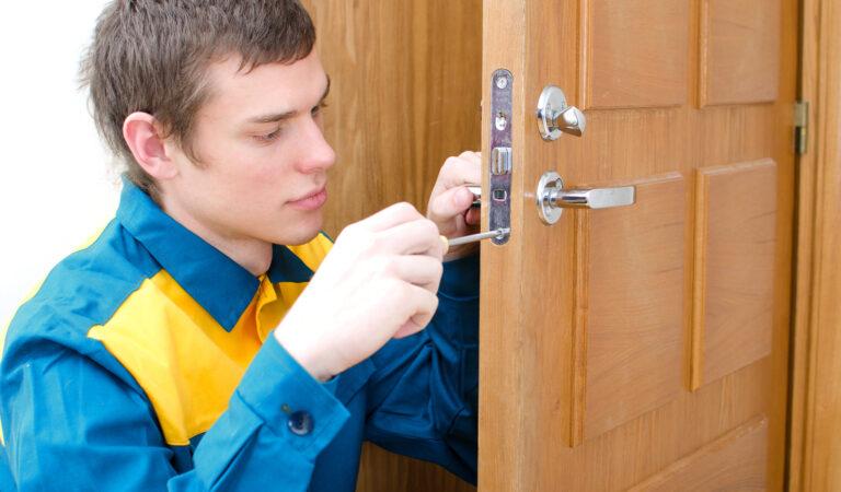 Как отремонтировать дверной замок